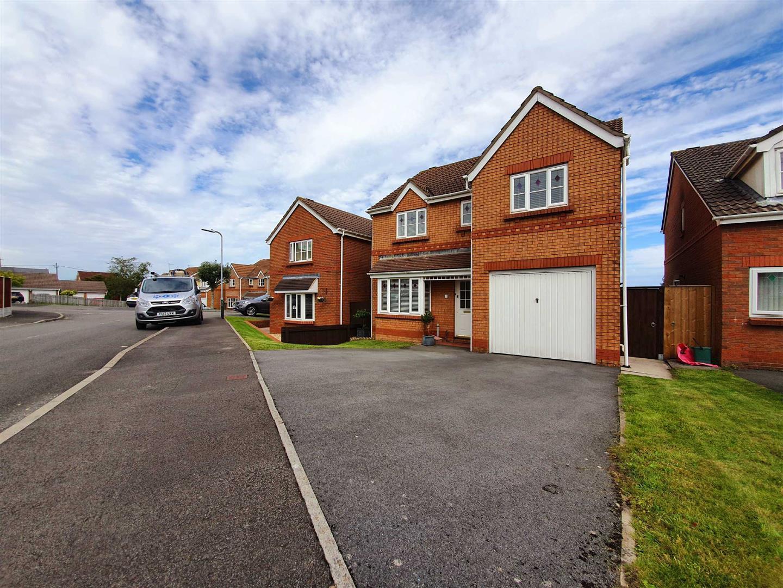 William Dennis Avenue, Loughor, Swansea, SA4 6PD